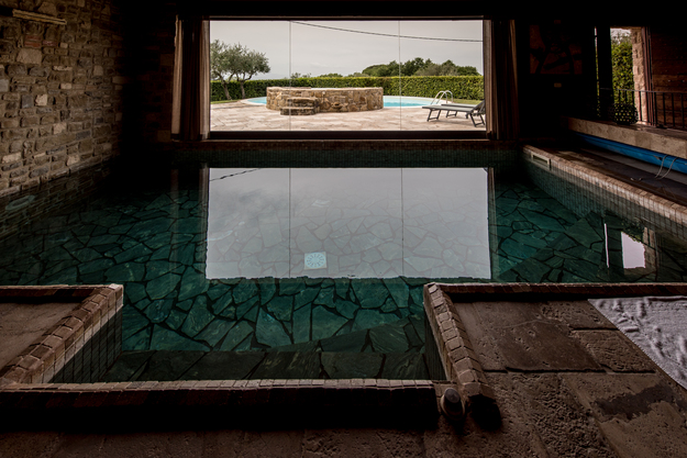 piscina interna riscaldata villa in umbria spa