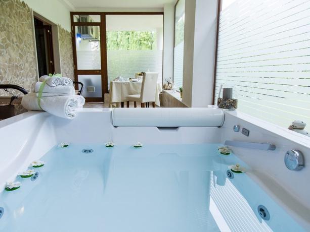 Suite-Garden hotel4stelle Jacuzzi ciabatte accappatoio Battipaglia-Salerno