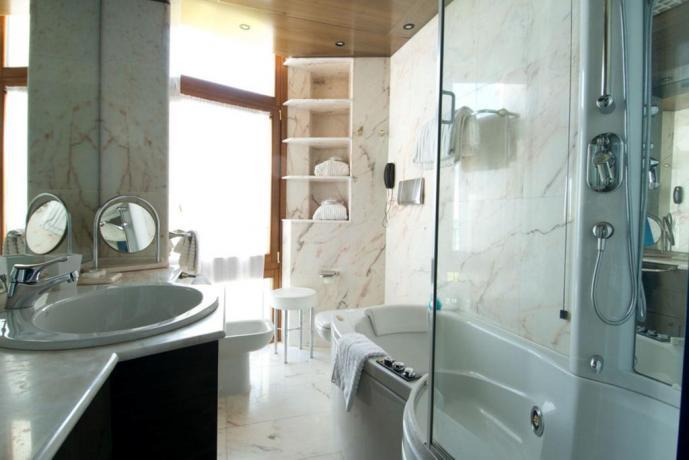 Bagno privato con idro resort in Puglia