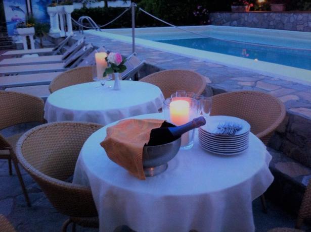 Festa bordo piscina hotel san bartolomeo a mare