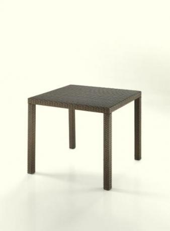Tavolo quadrato per colazioni all'aperto.