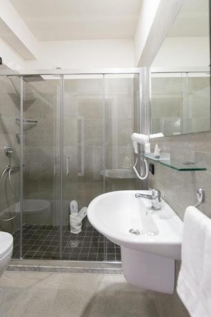 Bagno in hotel4stelle con phon e asciugamani Casapulla-Caserta