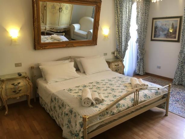 Camera matrimoniale molto spaziosa in villa in Umbria