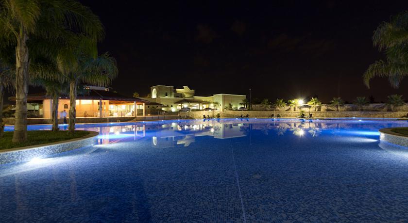 Resort con piscina e ristorante a Lecce