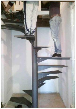 scala chiocciola in ferro verniciato