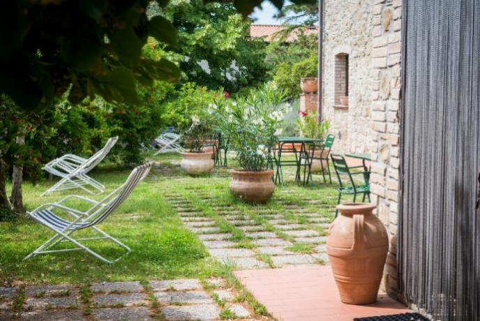 Casale con appartamenti sul Lago Trasimeno: Giardino