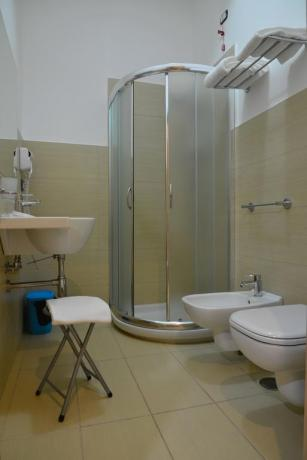 Bagno privato in camera hotel a Diamante
