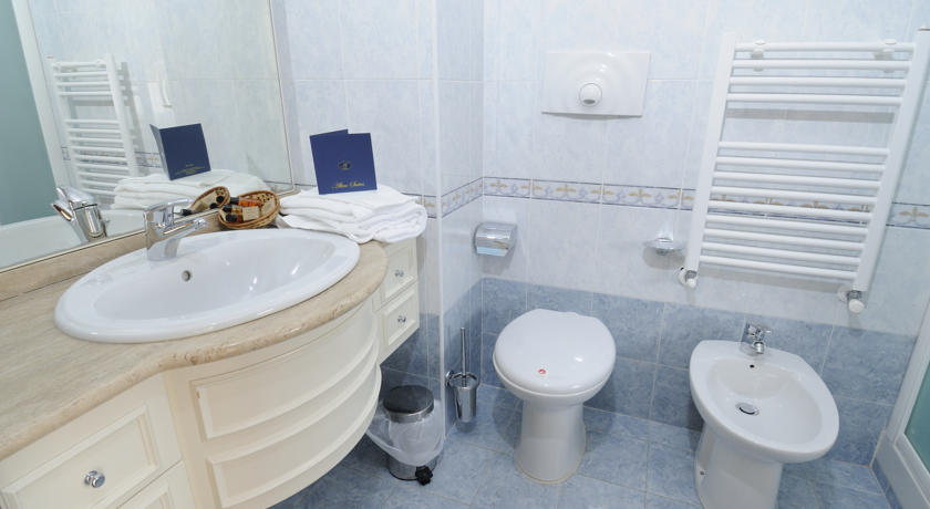 Altea Suites Executive-bathroom