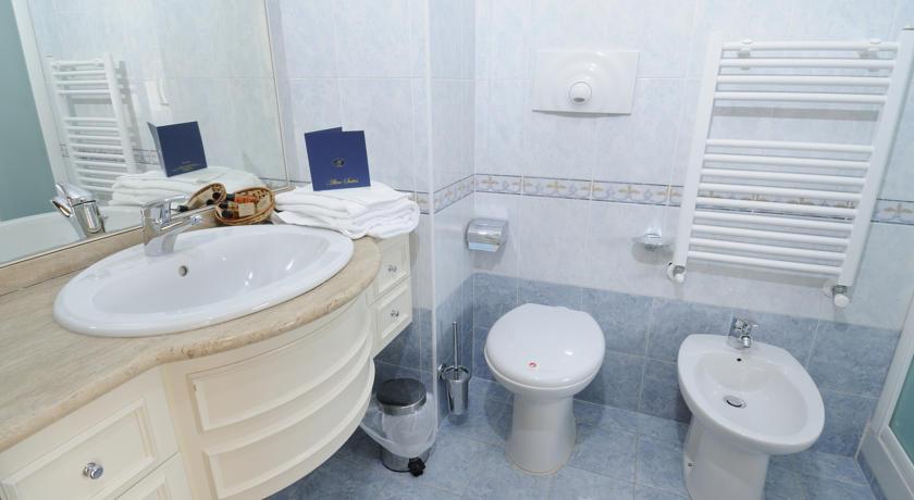 Altea Suites Executive-bathroom