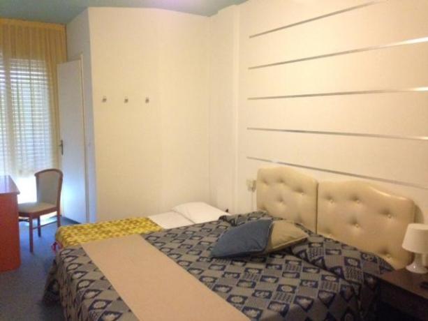 Camera matrimoniale con letto aggiunto hotel a Bibione