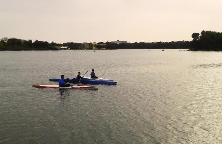 Camere ed Appartamenti lago Paola, Vela e canoa