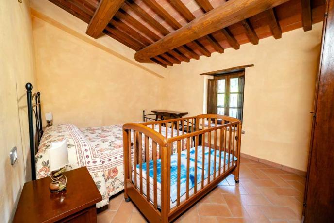 Camera da Letto con Culla-ideale-per-famiglie a Collazzone-Umbria