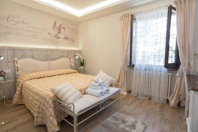 Ampia e luminosa camera per coppie e famiglie
