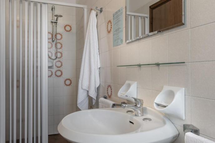 Bagno privato box doccia hotel3stelle Igea Marina