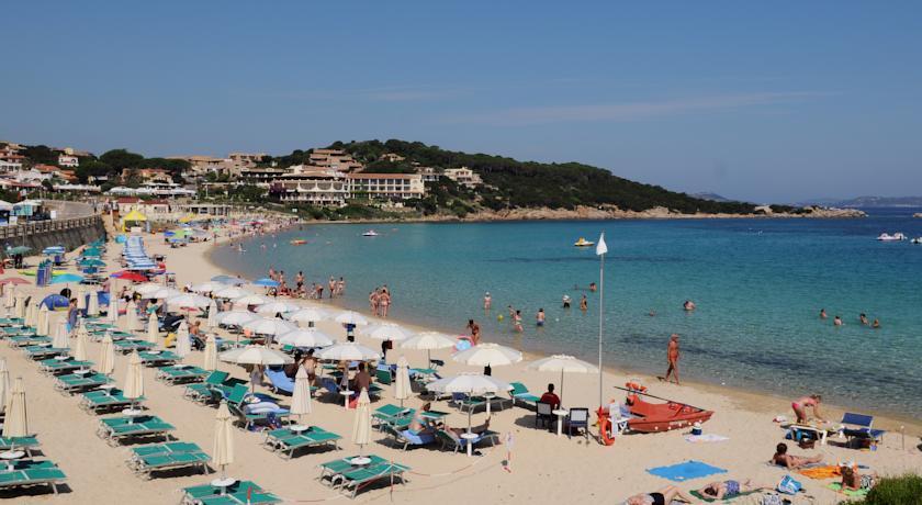 Spiaggia libera o attrezzata a 900 mt