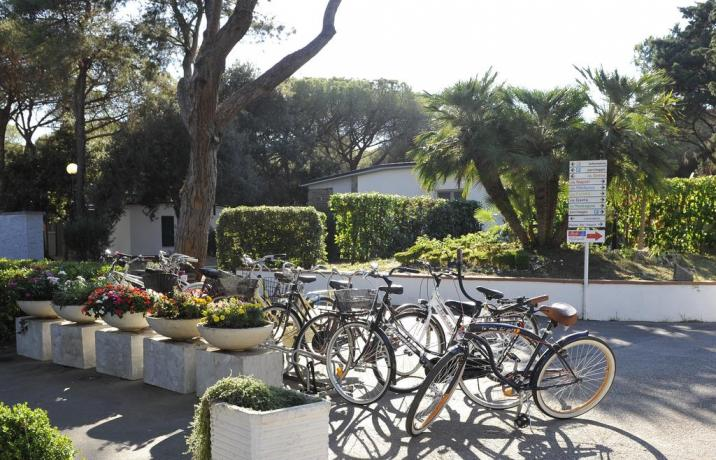 Resort noleggio biciclette a Baia Domizia vicino centro-città