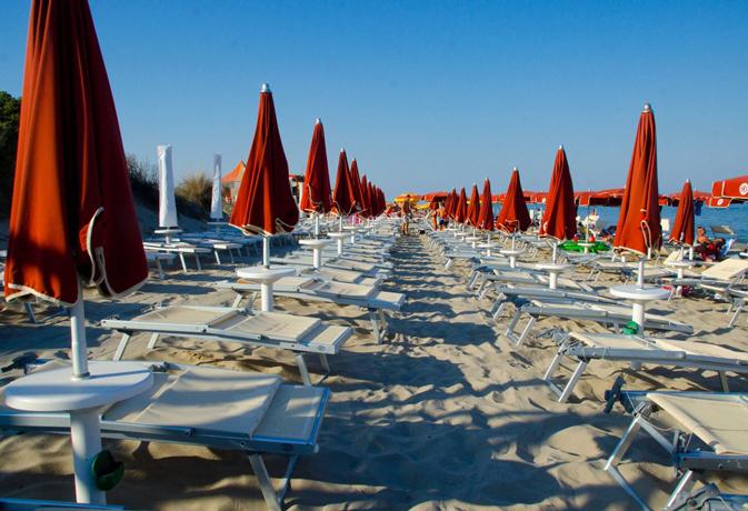La spiaggia privata del Villaggio