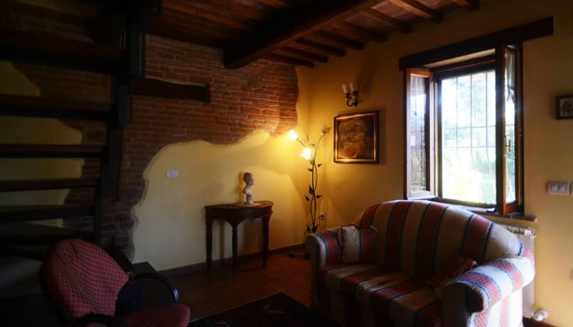 Soggiorno Cascina con divano in Umbria
