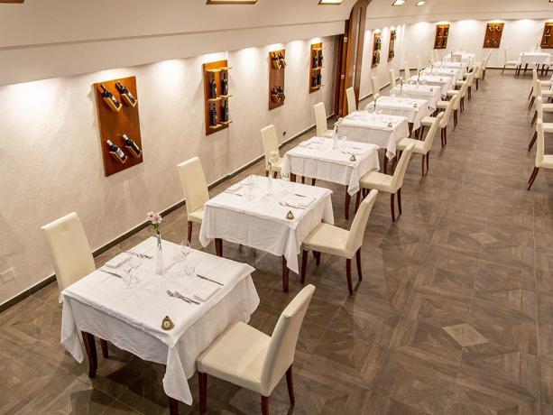 Sala ristorante con 60 posti hotel 4stelle Battipaglia