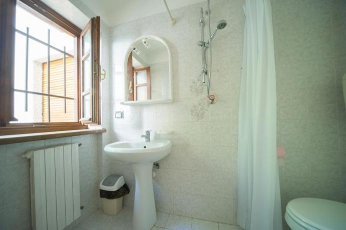 Bagno privato con set cortesia bilocale-castello B1 Bardonecchia