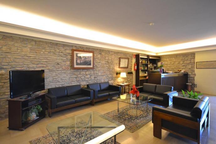 Sala comune divani tv hotel 3stelle centro Assisi
