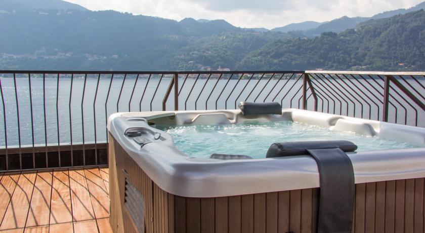 Terrazza con idromassaggio Relais Lago D'Orta