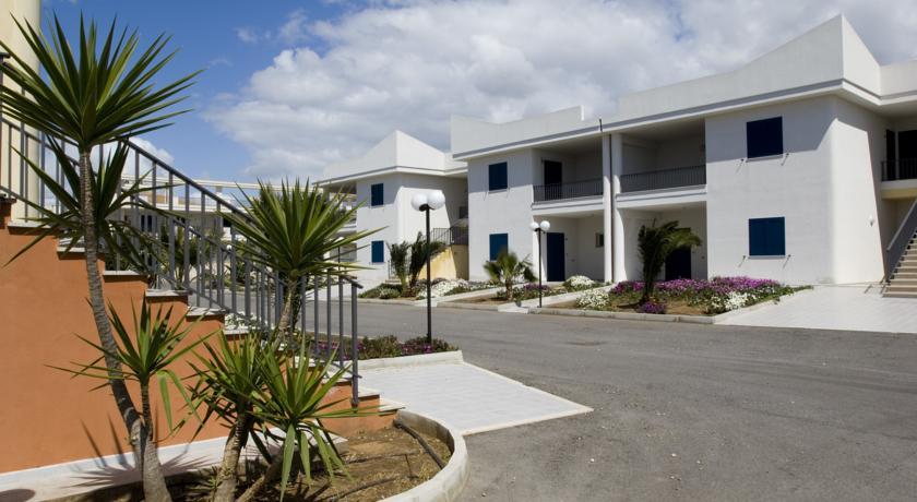 Villaggio con Campi da Tennis vicino Ragusa