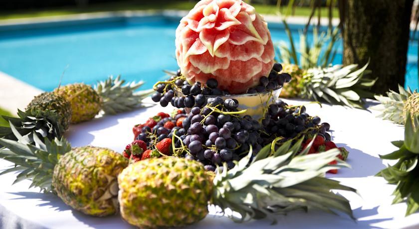 composizione frutta a bordo piscina Padova hotel
