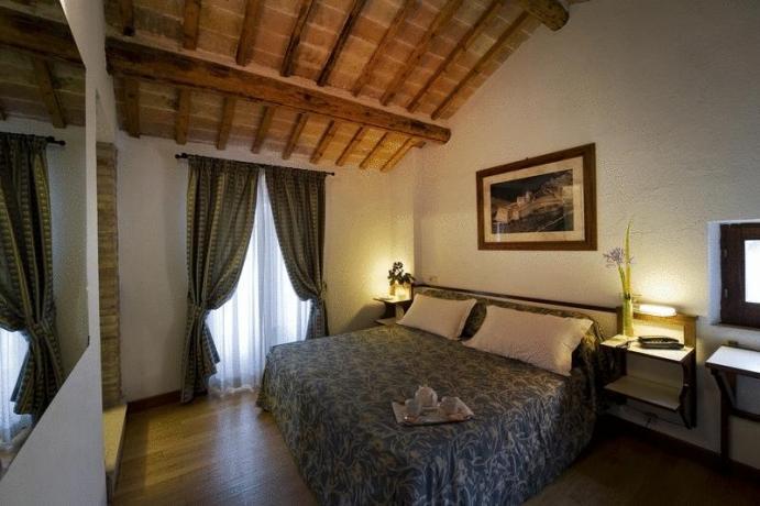 Camera 2persone con vista Assisi e specchio hotel3stelle