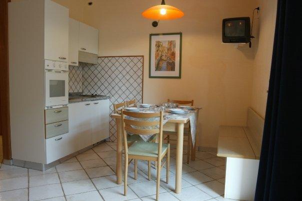 Soggiorno Cucina Bilocale residence Torre in Serraglio