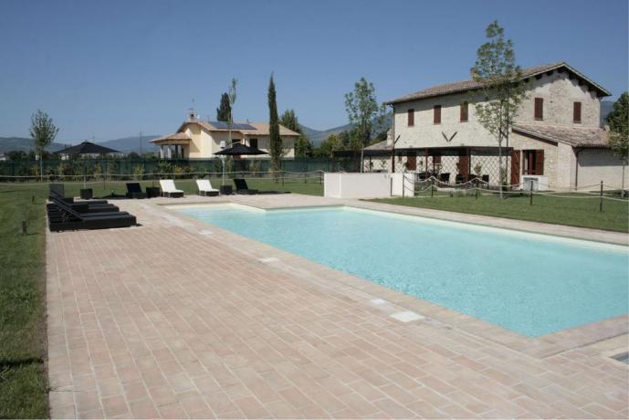 Piscina con ampio giardino, grande relax Umbria