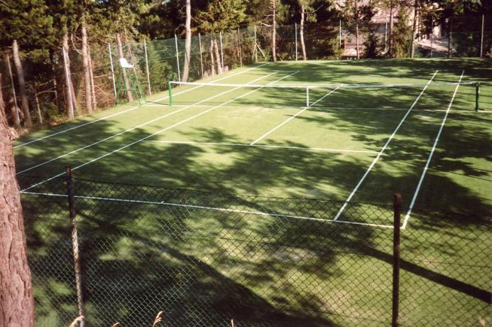 Casale a Montefalcone con campo da tennis