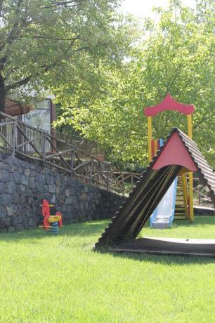 Area giochi bambini agriturismo ad Adrano vicino Paternò