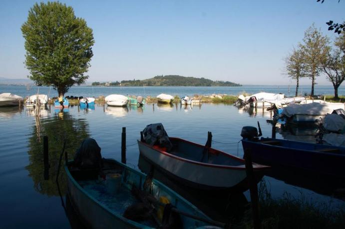Porto barche Lago trasimeno vicino hotel