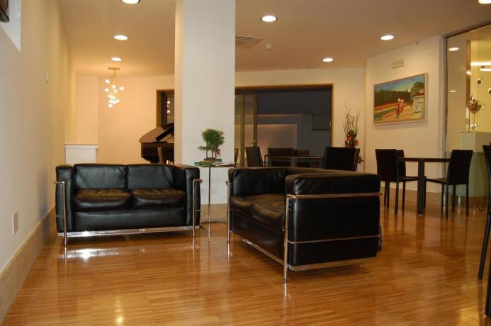 Elegante sala d'aspetto in Hotel a Fondi