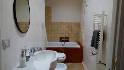 Bagno con vasca appartamento Posterola