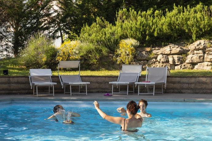 Agriturismo con piscina e maneggio a Gubbio