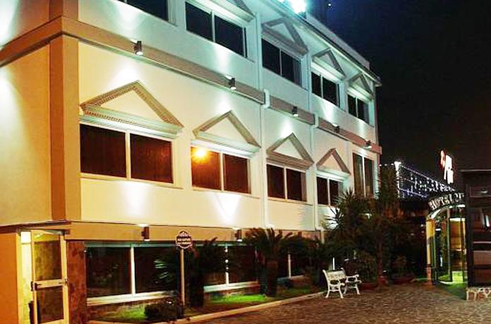 Esterno dell'Hotel per vacanze a Napoli
