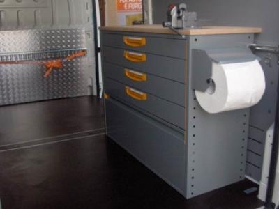 Cassettiera e banco da lavoro con morsa