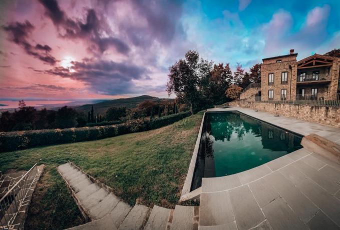 Villa con piscina zona panoramica Tuoro sul Trasimeno