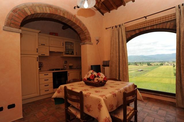 soggiorno e angolo cucina panoramico appartamento Quercia Rossa