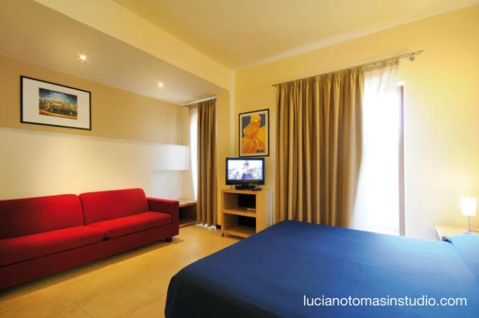 Camera quadrupla con divano letto