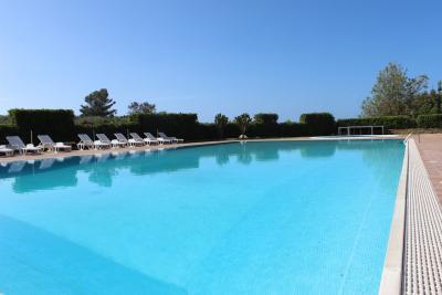 Ampia piscina del residence ad Acquedolci