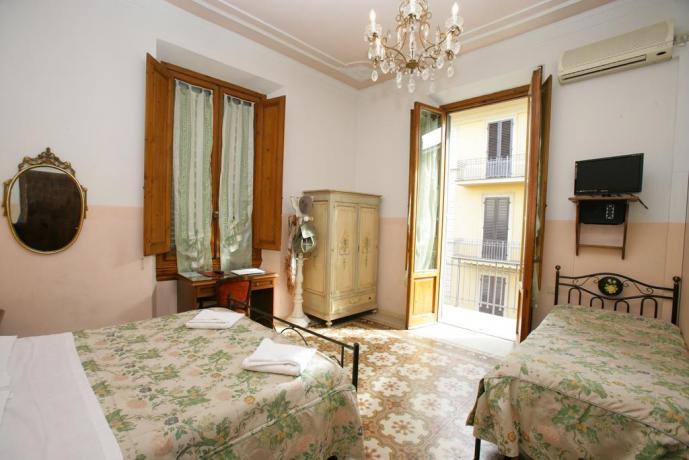 Camere con Balcone e Colazione Firenze Centro