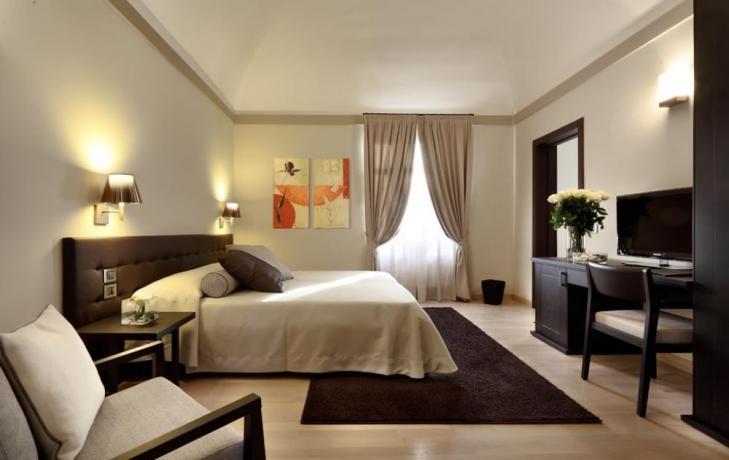 Camera elegante hotel 5stelle a Perugia