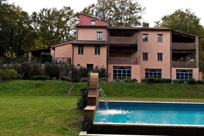 Piscina all'aperto in Residence a Narni