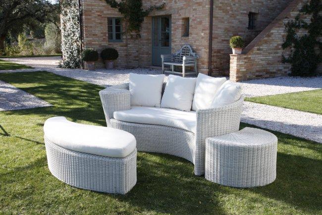 Salotto bianco per arredo giardino