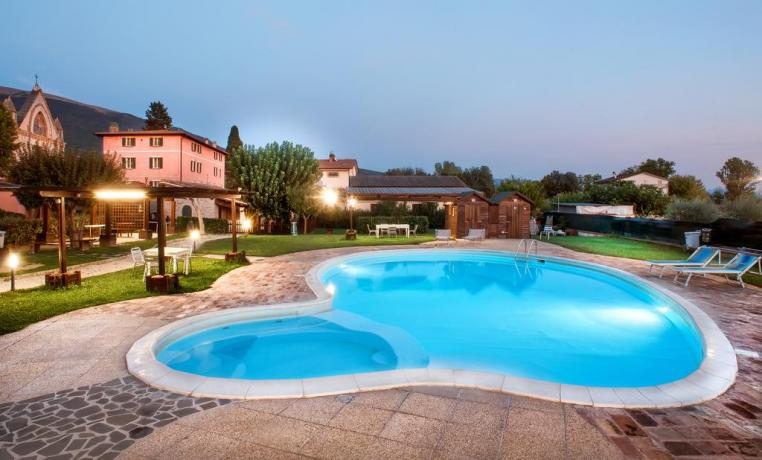 Agriturismo ad Assisi con piscina esterna per gruppi