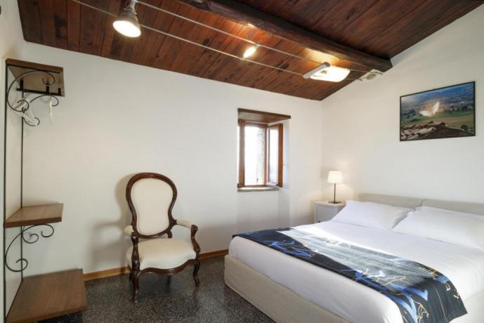 Camera Matrimoniale con vista Appartamento-Clara Borgo-sul-Clitunno