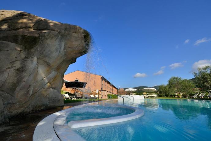 piscina con Idromassaggio Hotel 4 stelle Perugia